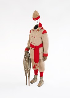 Uniform of the Ottawa Snowshoe Club, 1903-1959. Each snowshoe club had a distinctive uniform. Photo by Steven Darby © Canadian Museum of Civilization, 2000.194