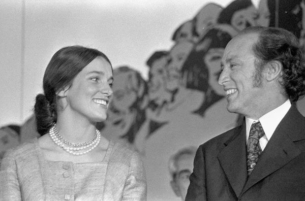 Margaret Trudeau and Pierre Elliott Trudeau, fall, 1972. Credit: Duncan Cameron/Library and Archives Canada/PA-175941