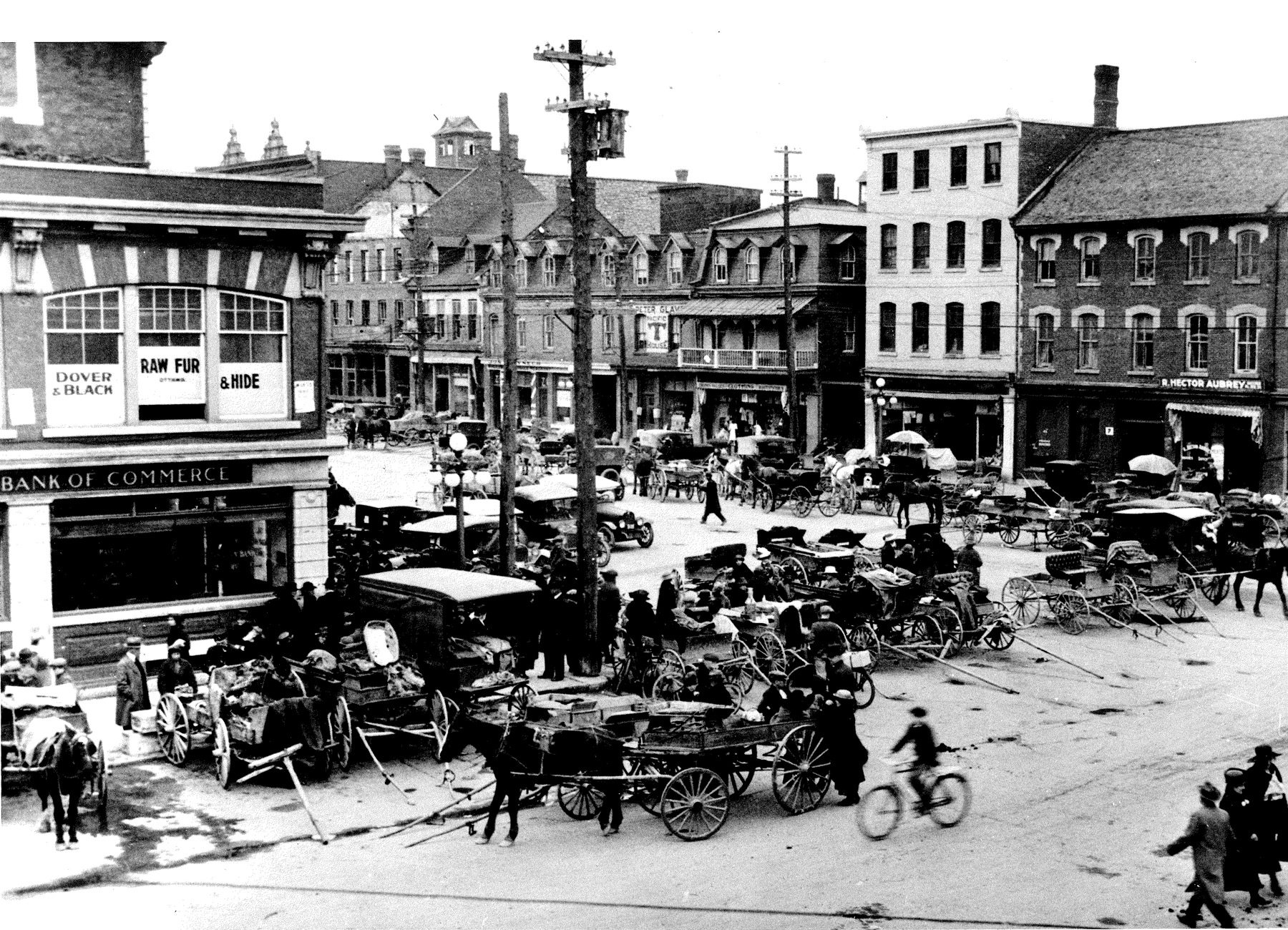 Corner of York and ByWard Market Square in the 1920s. Photo: courtesy of City of Ottawa Archives