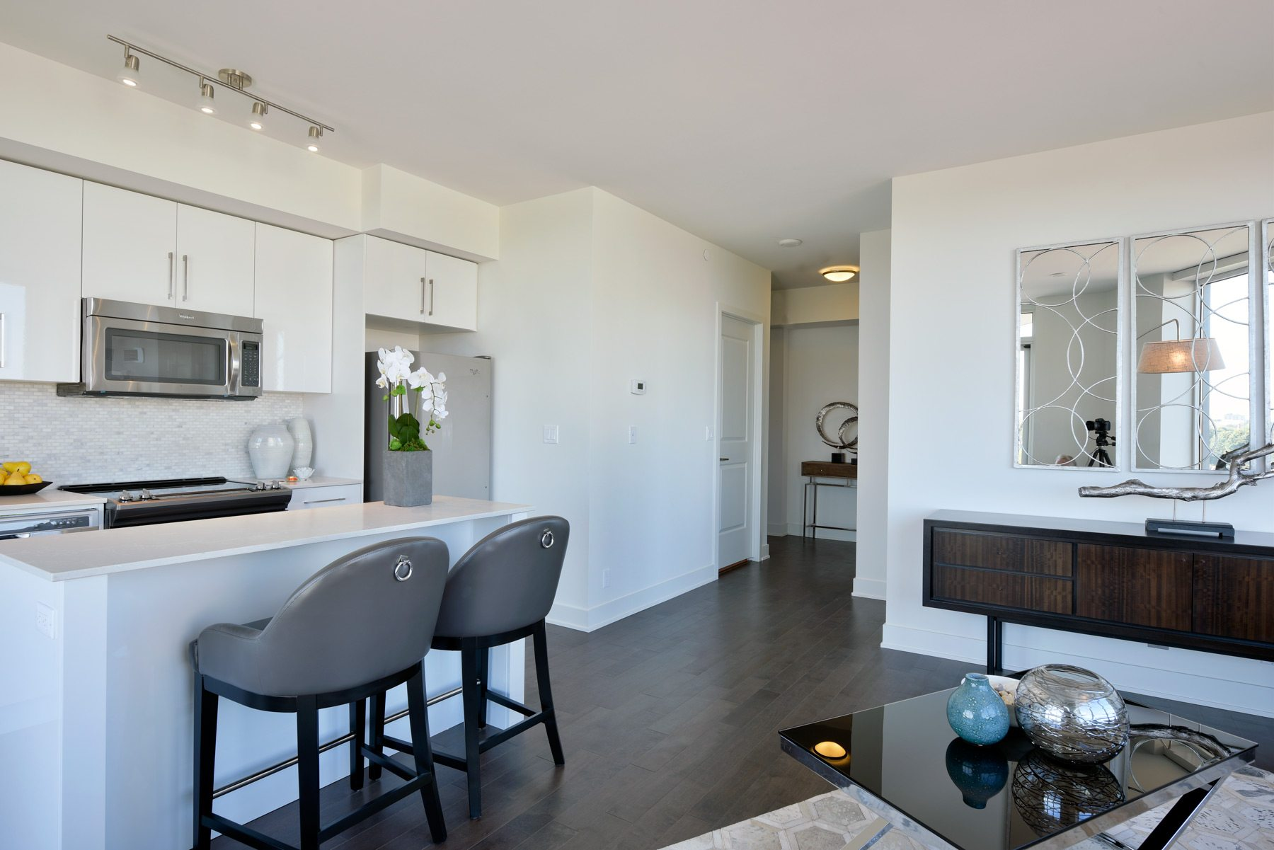 Another view of the Broadview's living/dining area