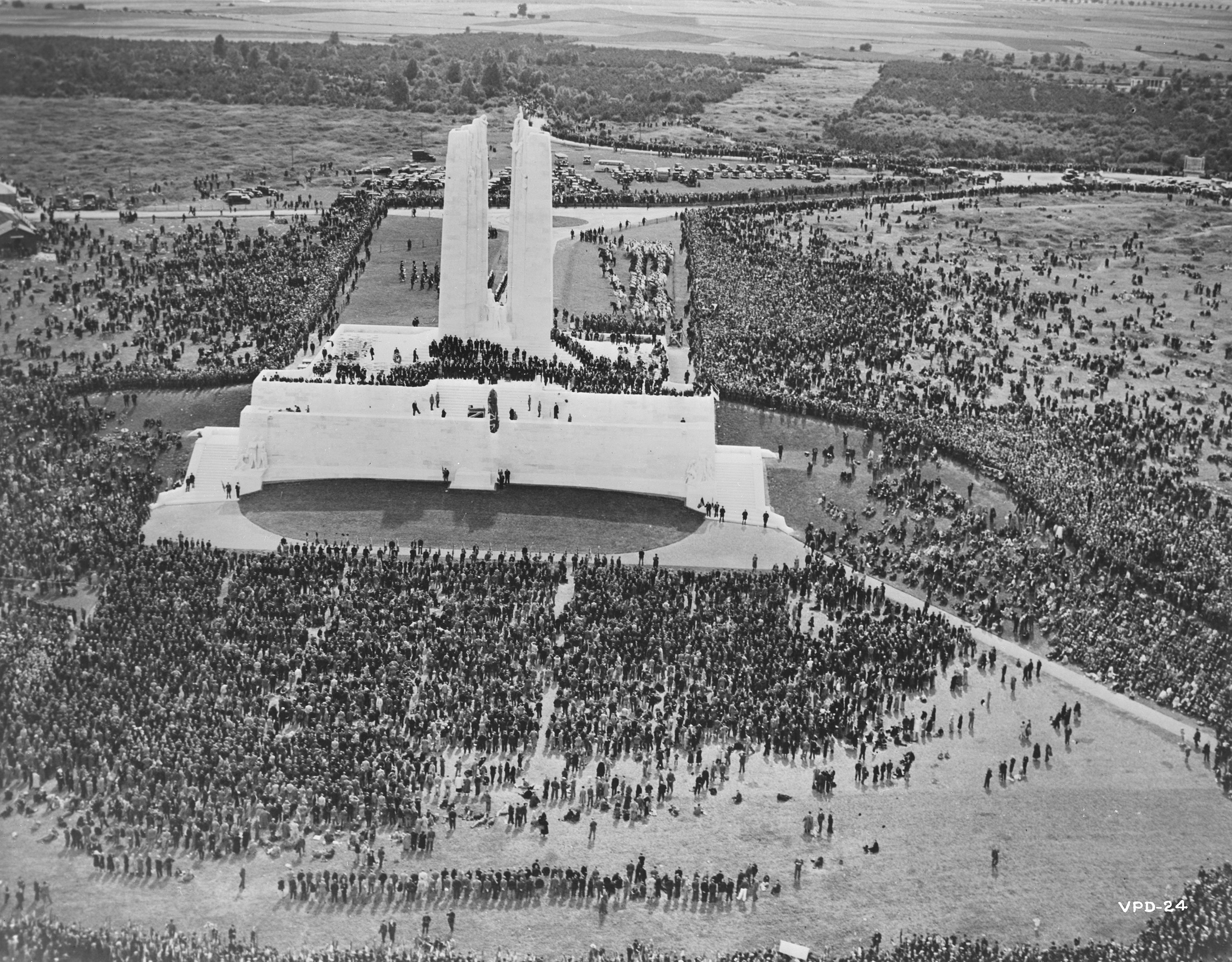 photography: His Majesty King Edward VIII unveils the Canadian National Memorial at Vimy Ridge. Library and Archives Canada, e011184988